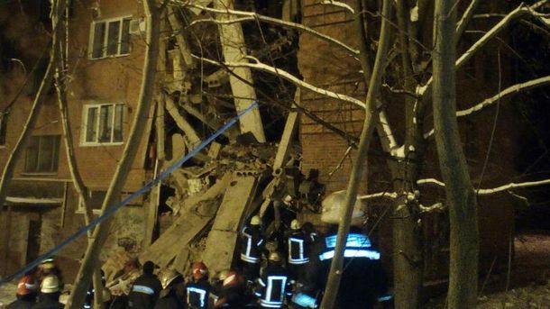 Взрыв в Чернигове: под завалами нашли мертвую женщину