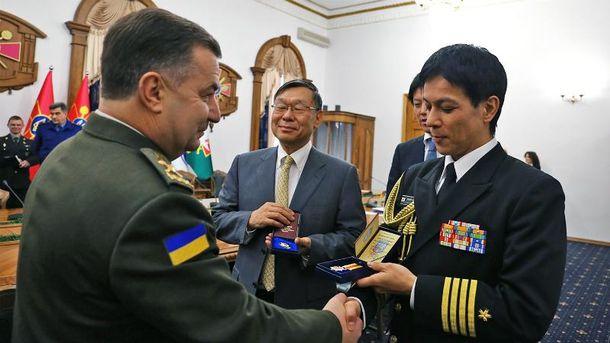 Полторак вручил награду японскому дипломату