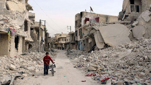 Опустевшая улица города Алеппо