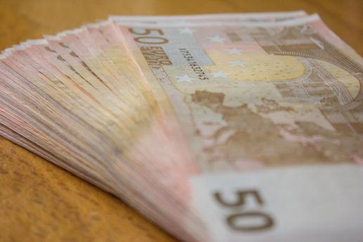 Іноземна валюта дешевшає