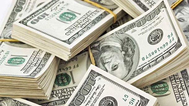 Долар, як і євро, дорожчає
