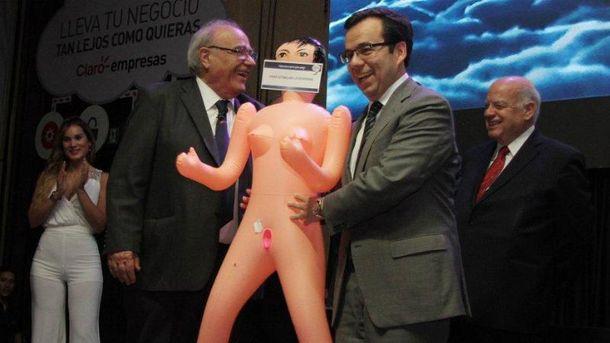 Министр экономики Чили вляпался в скандал