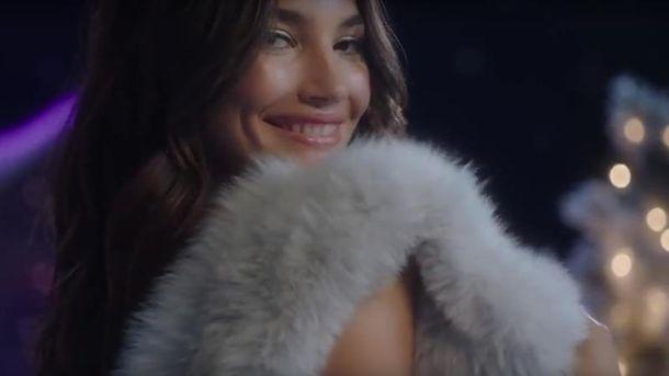 Модели Victoria's Secret снялись в новогоднем видео