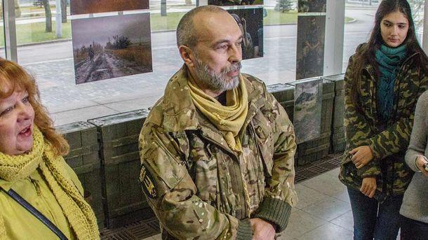 Юрий Величко (центр)