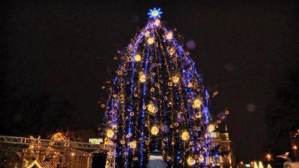 Новогоднюю елку зажгли во Львове