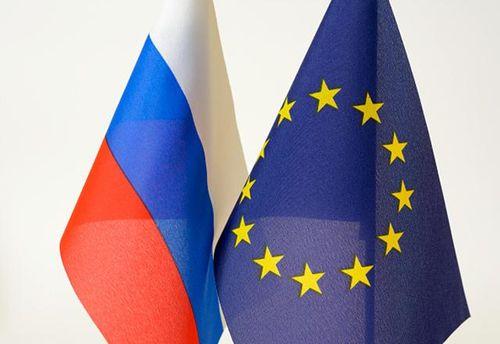 Прапори Росії та ЄС