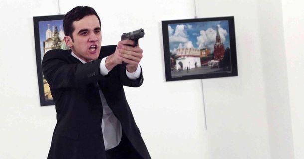 Турецький правоохоронець застрелив посла Росії