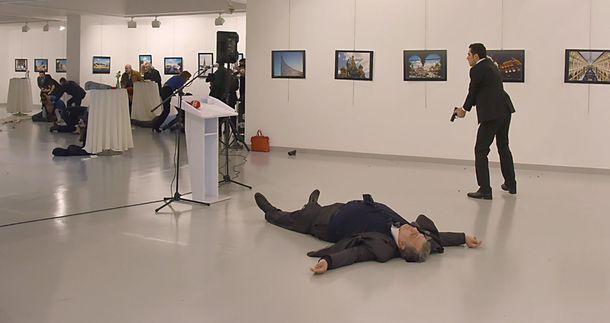 Почему турецкий полицейский застрелил посла РФ?