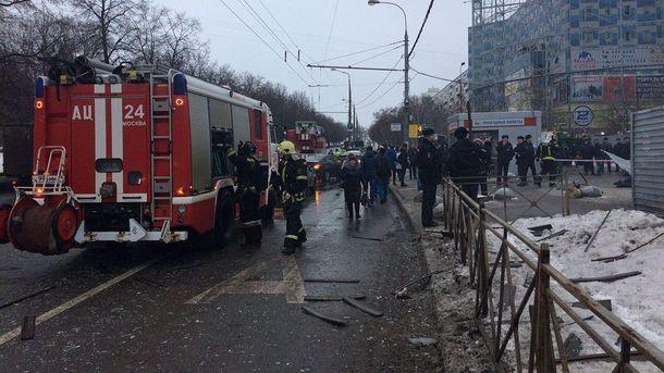 Последствия взрыва возле станции метро