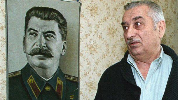 Евгений рядом с дедом