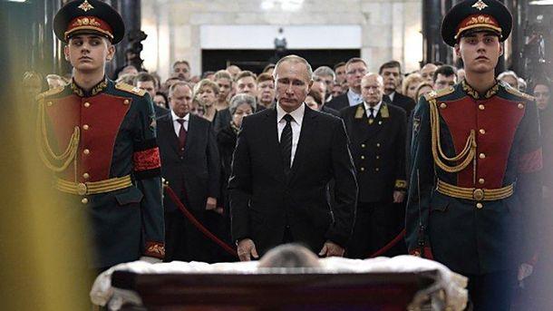 Володимир Путін на похороні Андрія Карлова