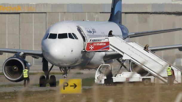 Захваченный ливийский самолет приземлили в аэропорту Мальты