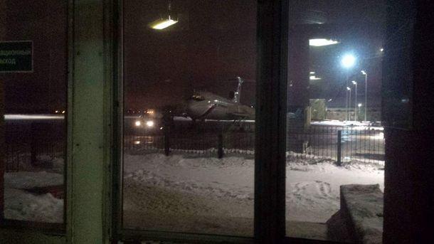 Самолет Ту-154 перед вылетом