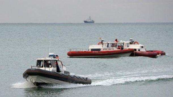 Поисково-спасательные операции продолжаются до сих пор