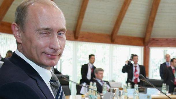 Володимир Путін підморгує