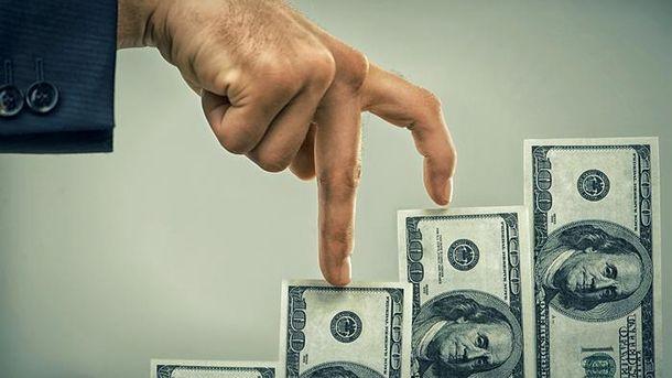 Долар продовжує рости