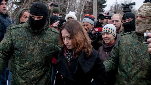 Передача двох полонянок Україні