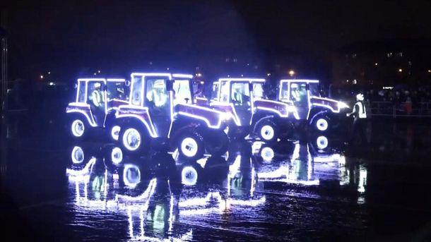 Шоу танцующих тракторов