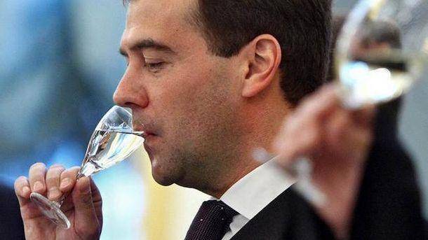 Отруєння сурогатним алкоголем у Росії досягло рівня епідемії