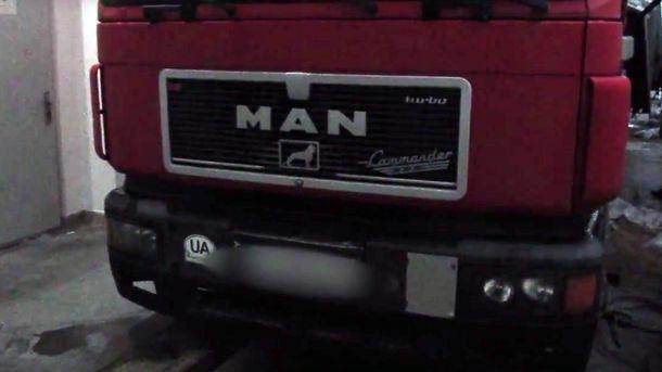 """Як виглядає """"фарширована"""" рекордною партією контрабандних сигарет вантажівка"""
