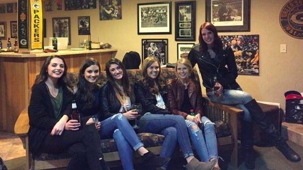 Шість дівчат і пёять пар ніг