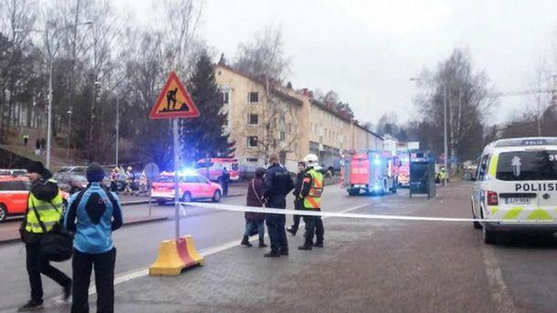 Автомобиль врезался в толпу в Хельсинки