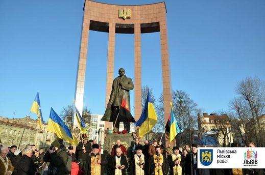 Памятник Бандере во Львове