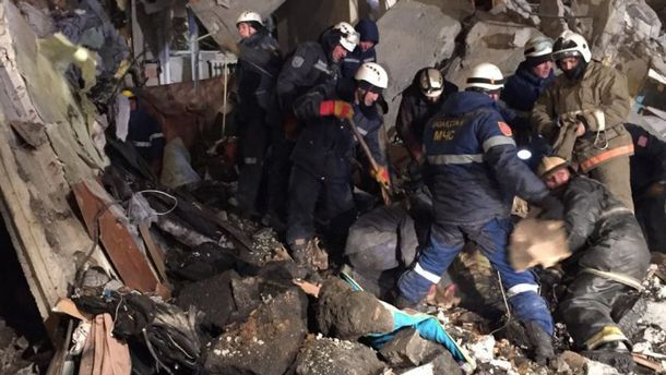 Рятувальні роботи не припинялися навіть уночі