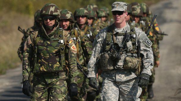Озброєні солдати НАТО
