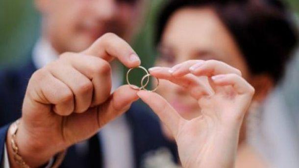 Скільки українців скористались можливістю одружитись за добу: цікава статистика