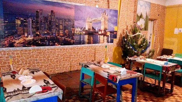 Інтер'єр їдальні саперів 93-ої бригади у селищі Нижньє, Луганщина