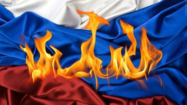 Неизвестный пытался сжечь флаг России