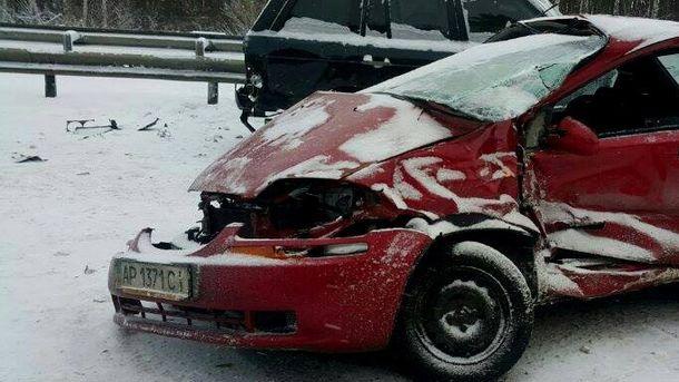 Розтрощене авто під Києвом