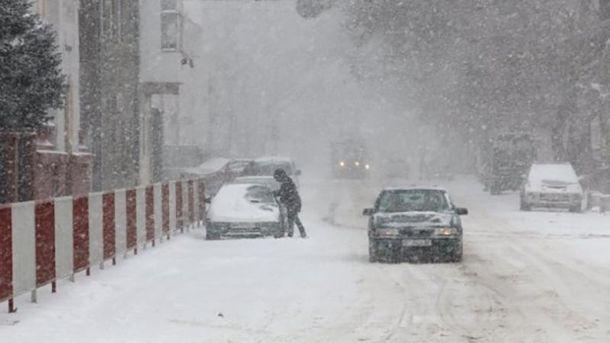 Из-за непогоды в Украине страдают автомобилисты