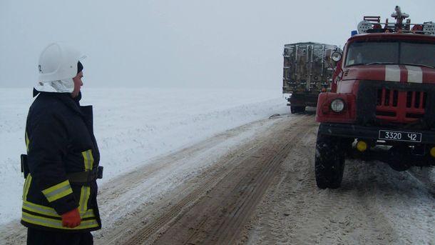 Дороги Украины замело снегом