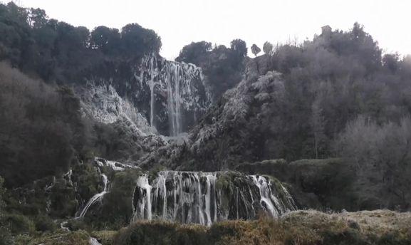 Замерзлий водоспад Марморе
