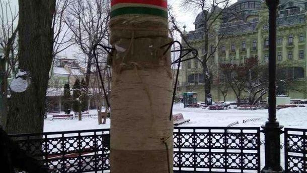 У центрі Одеси невідомі зруйнували різдвяного дідуха