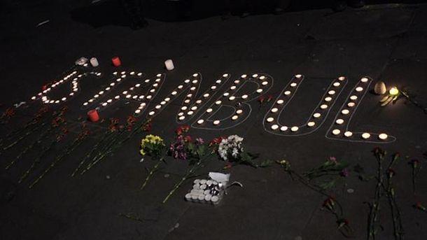 В пам'ять про загиблих у теракті у Стамбулі