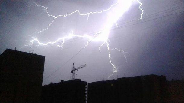 Прогнозують дощові бурі