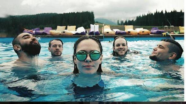 Группа The Hardkiss на отдыхе в Карпатах