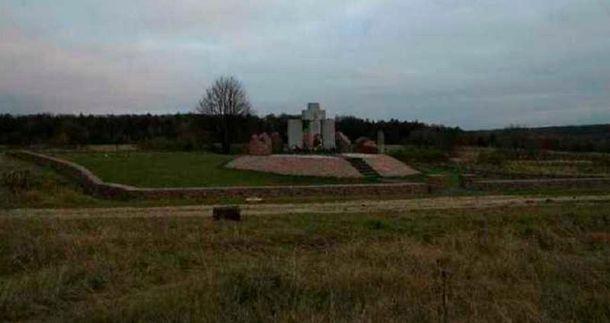 Памятник полякам в Гуте Пеняцкой
