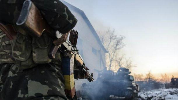 Троє українських військових зазнали поранень