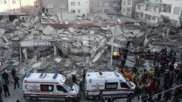 Дом обрушился в Стамбуле