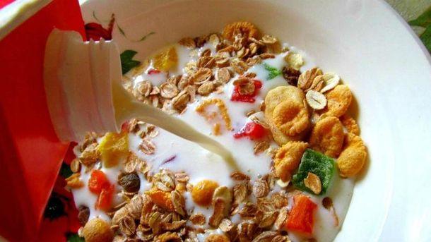 Корисно снідати мюслями з молоком