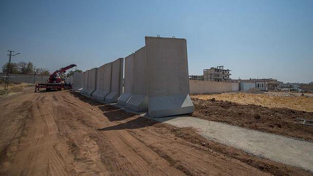 Стена на границе Турции