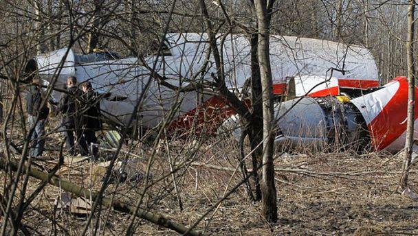 Обломки президентского Ту-154 под Смоленском