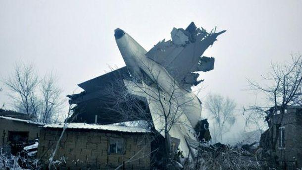 Вантажний літак впав на дачне селище під Бішкеком