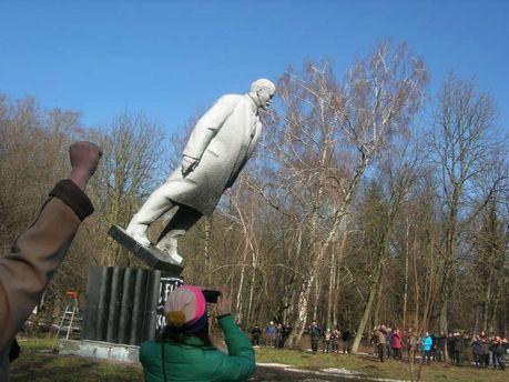Сколько снесли памятников Ленину в Украине: впечатляющая цифра