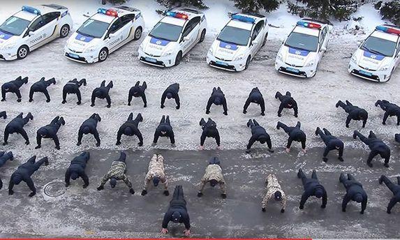 Полиция приобщилась к # 22PushupChallenge
