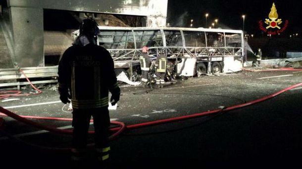 Автобус згорів вщент